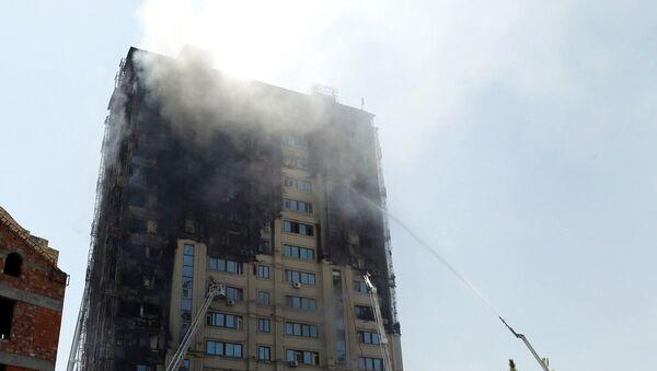 Пожар в жилом здании в Бинагадинском районе Баку. Архивное фото - Sputnik Азербайджан