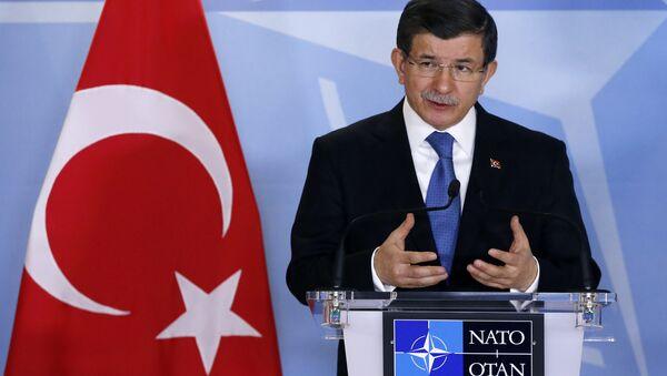 Премьер-министр Турции Ахмед Давутоглу во время выступления на саммите ЕС-Турция в Брюсселе - Sputnik Азербайджан