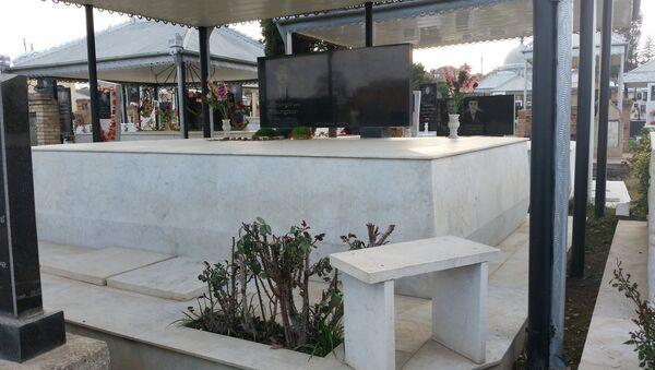 Своего рода мода на декорирование могил требует больших расходов - Sputnik Азербайджан