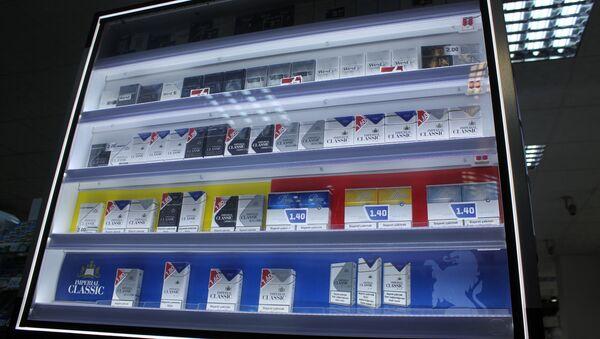 Продажа сигарет в маркете - Sputnik Азербайджан