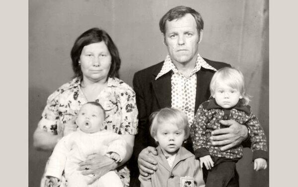 Зинаида, два первых брака которой оказались неудачными, нашла свое счастье с Евгением Федоровичем - Sputnik Азербайджан