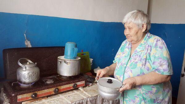 Бабушка Зина, 78-летняя жительница города Имишли - Sputnik Азербайджан