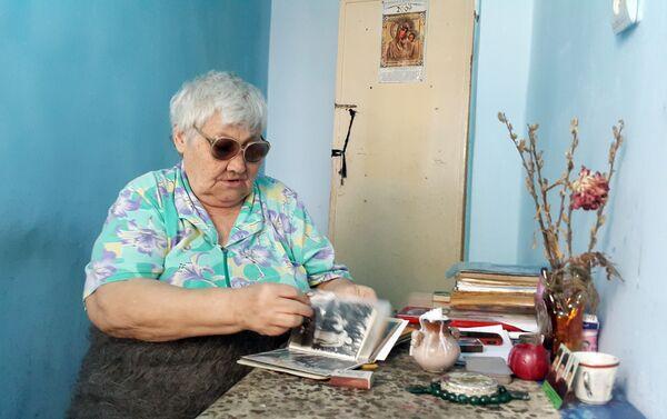 Как бы странно это ни звучало, женщина считает себя представительницей и мусульманской, и христианской религий - Sputnik Азербайджан