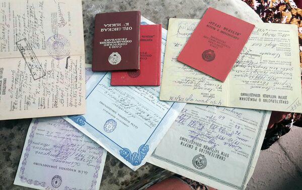 В личном архиве Зинаиды Лимановой можно найти самые разнообразные документы времен СССР - Sputnik Азербайджан