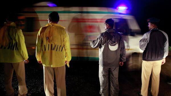 Машина скорой помощи в Индии. Архивное фото - Sputnik Азербайджан