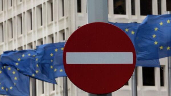 Флаги ЕС возле штаб-квартиры Еврокомиссии. Архивное фото - Sputnik Азербайджан