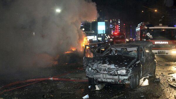 В центре столицы Турции взорвался автомобиль, начиненный взрывчаткой. Архивное фото - Sputnik Азербайджан