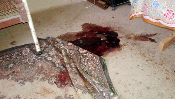 Следы ужасного преступления до сих пор сохранились на полу дома - Sputnik Азербайджан