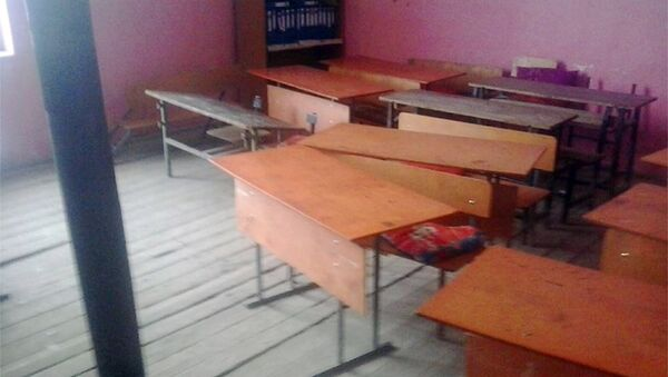 В классах проваливаются полы, парты разваливаются, отсутствует система центрального отопления - Sputnik Азербайджан