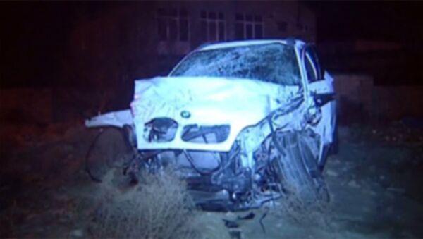 Попавший в ДТП автомобиль BMW X6 - Sputnik Азербайджан