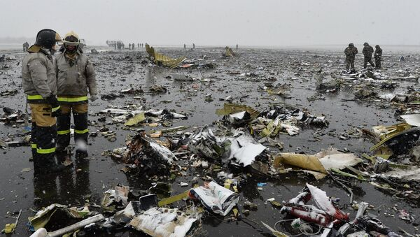 Пассажирский самолет Boeing-737-800 разбился при посадке в аэропорту Ростова-на-Дону - Sputnik Азербайджан