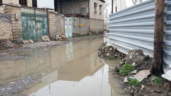 Потопленная дождями улица, архивное фото - Sputnik Азербайджан