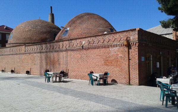 Говорят, что при строительстве использовались натуральные материалы и продукты – яйцо, молоко, а также козья шерсть - Sputnik Азербайджан