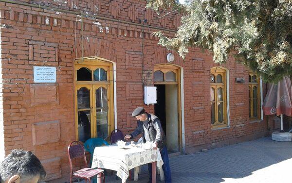 В бане есть общий зал, комнаты, бассейн и чайхана - Sputnik Азербайджан