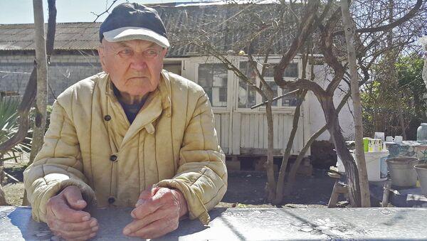 Kənd sakinlərinin Volodya baba adlandırdığı Avdenko Vladimir Stepanoviç - Sputnik Азербайджан