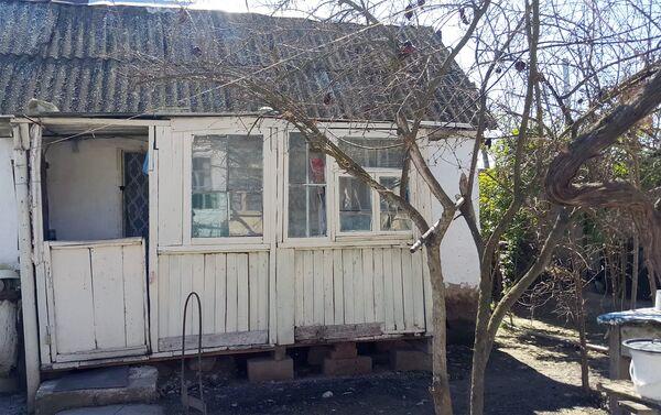 Его родное село, скромная изба кажется ему самой лучшей и чистой, как молоко - Sputnik Азербайджан