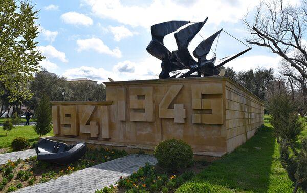 Мемориал в память о героях, участвовавших во Второй мировой войне - Sputnik Азербайджан