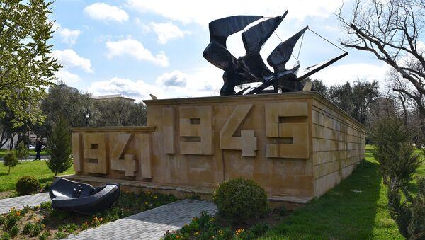 Мемориал в память о героях, участвовавших во Второй мировой войне, в Баку, Азербайджан - Sputnik Азербайджан