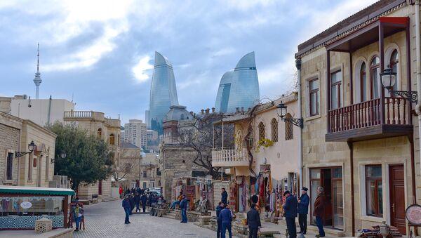 Туристы в Ичери Шехер, архивное фото - Sputnik Азербайджан
