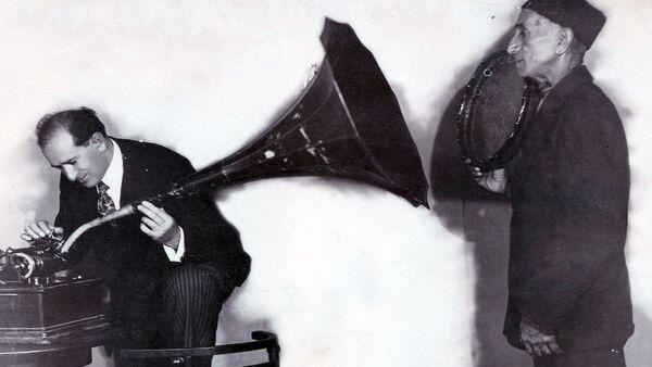 Запись голоса знаменитого ханенде Джаббара Гарьягдыоглу на граммофонные пластинки - Sputnik Азербайджан