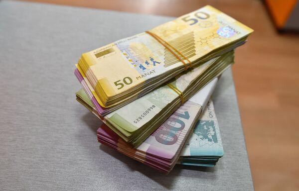 Дизайн банкнот был разработан австрийским дизайнером валют Робертом Калиной, который также разработал дизайн банкнот евро. - Sputnik Азербайджан