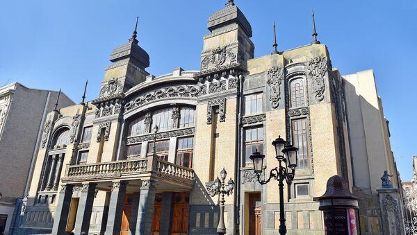 Здание Государственного академического театра оперы и балета в Баку - Sputnik Азербайджан