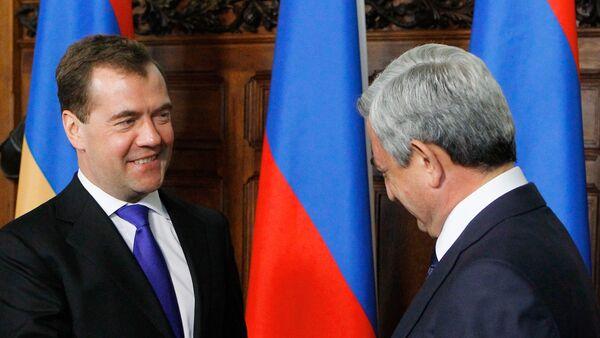 Председатель правительства РФ Дмитрий Медведев во время встречи с  Сержем Саргсяном. Архивное фото - Sputnik Азербайджан