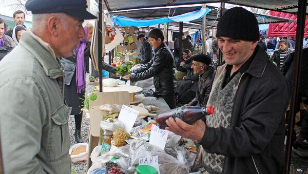 Покупатели на рынке в Загатала - Sputnik Азербайджан