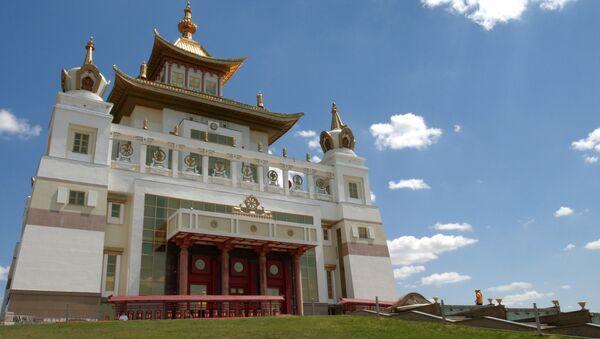 Главный буддистский храм Калмыкии Золотая обитель Будды Шакьямуни - Sputnik Азербайджан