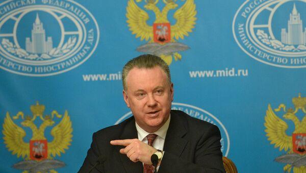 Постпред России при ОБСЕ Александр Лукашевич во время брифинга в Москве, фото из архива - Sputnik Азербайджан