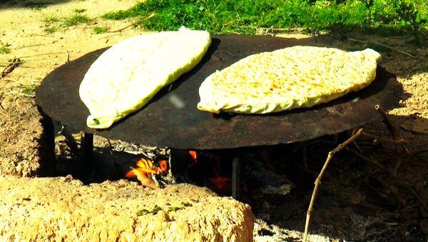 Рецепт карабахской кяты с зеленью - Sputnik Азербайджан
