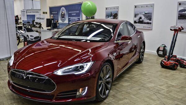 Электроавтомобиль Tesla - Sputnik Azərbaycan