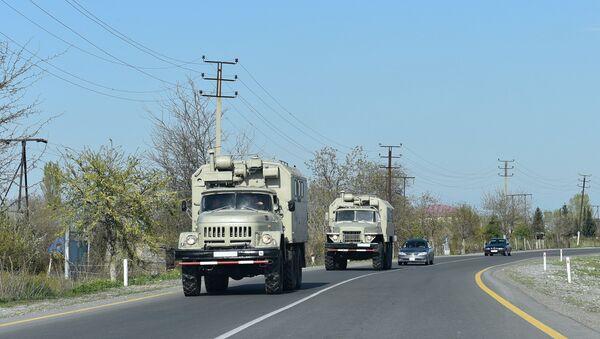 Военная техника на дороге - Sputnik Azərbaycan