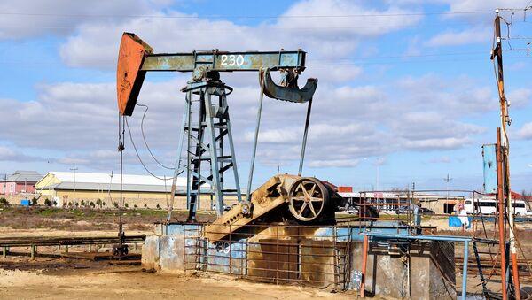 Нефтяной насос. Архивное фото - Sputnik Азербайджан