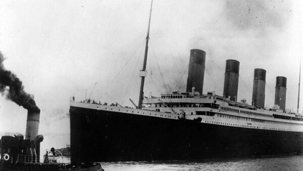 Британский лайнер Титаник отплывает из Саутгемптона, Англия - Sputnik Азербайджан