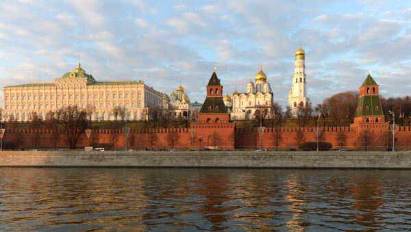 Вид на Московский кремль с Софийской набережной - Sputnik Азербайджан