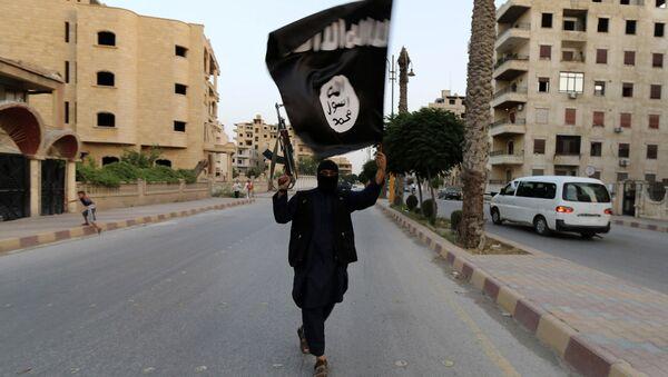 Боевик террористической группировки ИГИЛ. Архивное фото - Sputnik Азербайджан