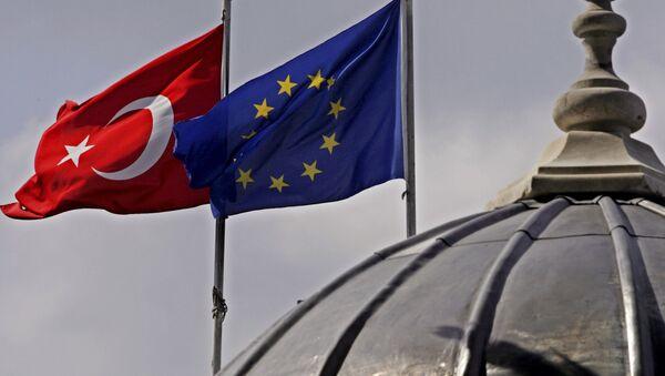 Флаги Турции и Европейского союза, архивное фото - Sputnik Азербайджан