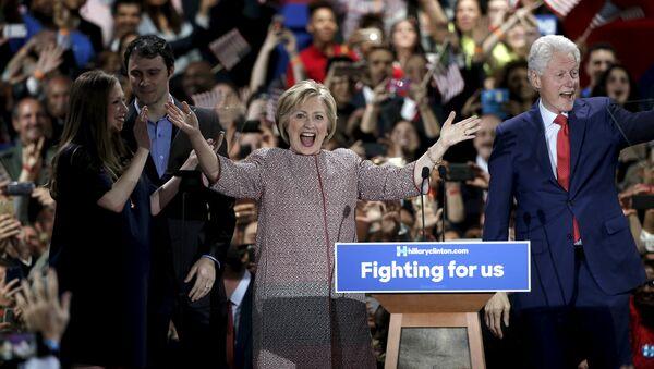 Хиллари Клинтон на праймериз в Нью-Йорке - Sputnik Азербайджан