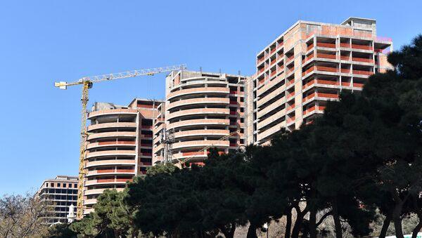Стройка многоэтажных домов в Баку. Архивное фото - Sputnik Азербайджан