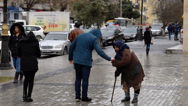 Женщина просит милостыню, фото из архива - Sputnik Азербайджан
