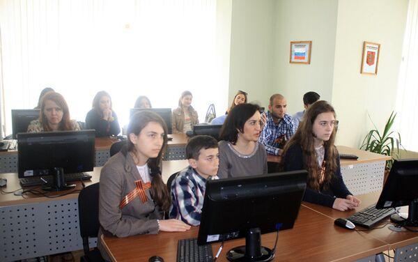 Участники акции «Всероссийский тест по истории Великой Отечественной войны» - Sputnik Азербайджан