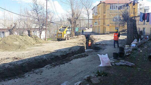 Şəhərdə su və kanalizasiya xətlərinin yenidən qurulması istiqamətində qızğın iş gedir - Sputnik Azərbaycan