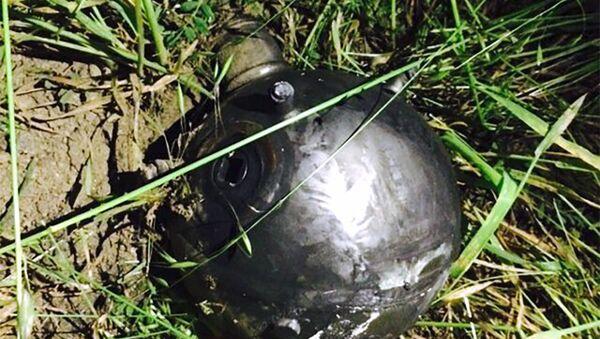 Обнаруженный на линии соприкосновения снаряд. Архивное фото - Sputnik Азербайджан