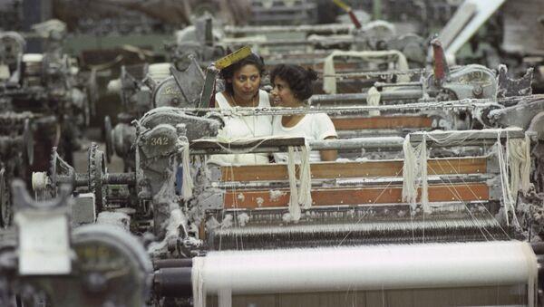 Работницы текстильной фабрики в Манагуа - Sputnik Azərbaycan