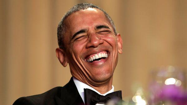 Президент Обама смеется на ежегодном приеме для журналистов в Белом доме - Sputnik Азербайджан