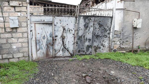 Результаты обстрела населенных пунктов Азербайджана армянскими ВС. Архивное фото - Sputnik Азербайджан