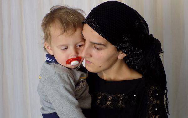 Талех не вступал с Нармин в официальный брак, и поэтому ребенок носит фамилию матери - Sputnik Азербайджан