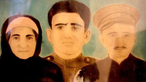 Ветеран Хабибуллах Керимов, его супруга Гюлер и сын Ягуб - Sputnik Азербайджан
