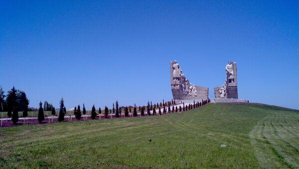 Самбекский мемориал павшим воинам героических азербайджанских дивизий - Sputnik Азербайджан
